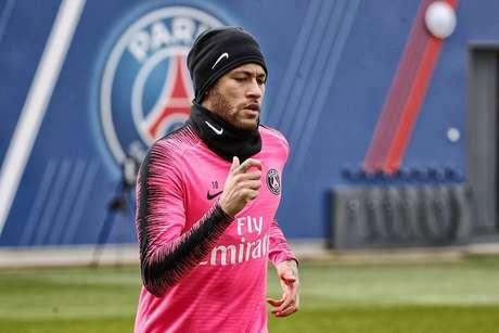 Neymar volta aos treinos do PSG