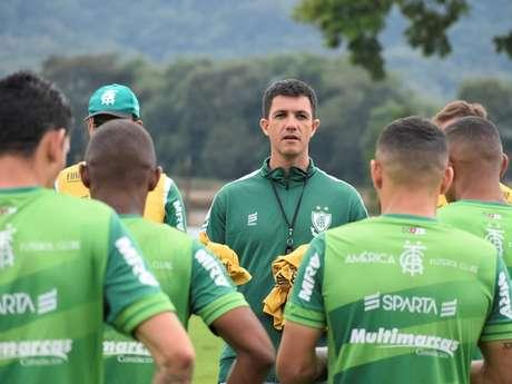 Barbieiri não resistiu aos maus resultados do Coelho na Série B. O time americano já teve dois treinadores em 2019-Divulgação;America-MG