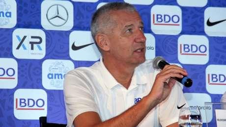 O croata Aleksandar Petrovic anunciou 15 jogadores para a Copa do Mundo (Foto: Divulgação)