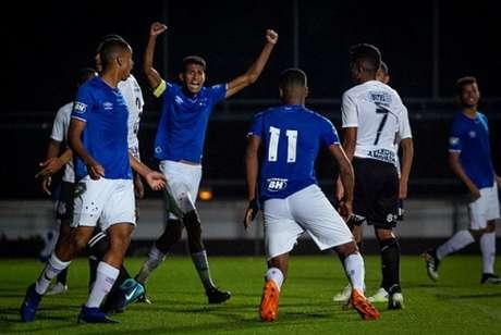 O time celeste fez 2 a 1 nos paulistas e conseguiram a primeira vitória no Brasileiro sub-20- (Gustavo Aleixo/Cruzeiro)