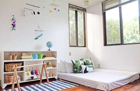 2. Neste quarto vemos como não é só a cama montessoriana que é baixa