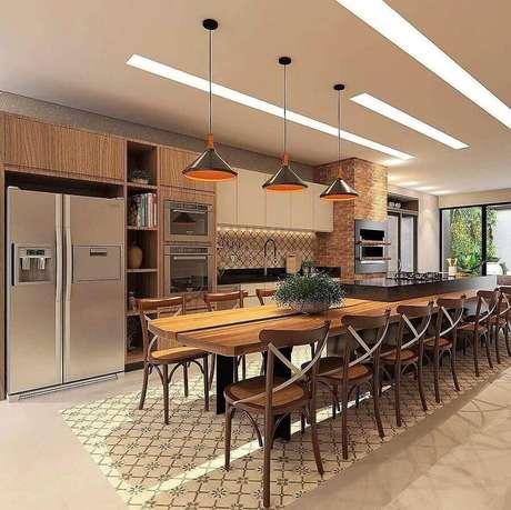 44. Decoração de espaço gourmet amplo com mesa de madeira – Foto: Tudo Especial