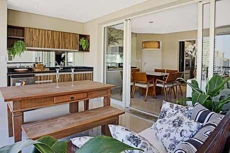 47. Decoração de espaço gourmet com mesa rústica – Foto: Sesso & Dalanezi Arquitetura+Design