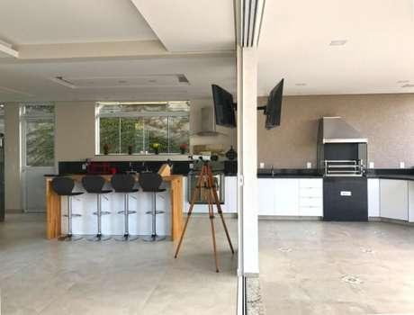 15. Espaço gourmet integrado com a cozinha. Projeto de Ilha Arquitetura