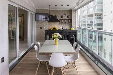 3. Você pode ter um espaço gourmet pequeno na sacada do seu apartamento. Projeto de Sueli Vilasboas Zampirollo