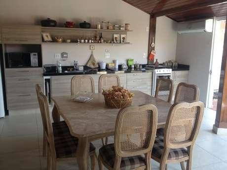 2. Nossas dicas com certeza vai ajudar você a montar o seu espaço gourmet. Projeto de Camila Amaral