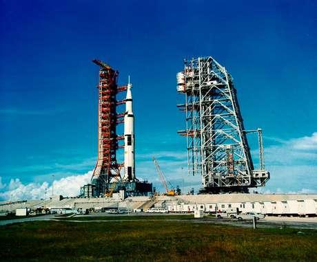 Sistema da Apollo 11 é instalado na plataforma de lançamento