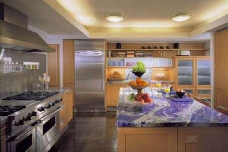 67. A bancada encanta a decoração da cozinha. Fonte: Pinterest