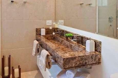 68. Bancada para lavabo feita com granito. Fonte: ConstruindoDecor