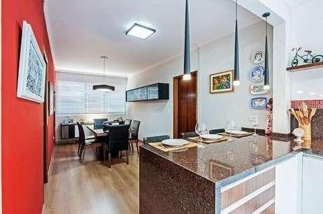4. Uma forma clássica de usar o granito em casa é como um balcão na cozinha. Projeto de Patricia Azoni