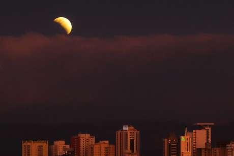 O Eclipse Lunar Parcial pode ser visto de Sorocaba, interior de SP. O fenômeno aconteceu nessa terça-feira (16), dia que foi comemorado os 50 anos do lançamento da missão americana Apolo 11, missão que levou astronautas pela primeira vez a Lua em 1969