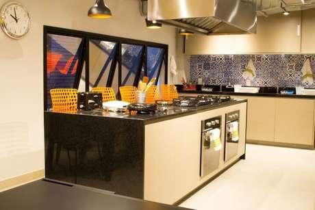 1. O granito pode ser usado em diversos ambientes e de variadas formas em casa. Projeto de Abreu Coimbra Arquitetura