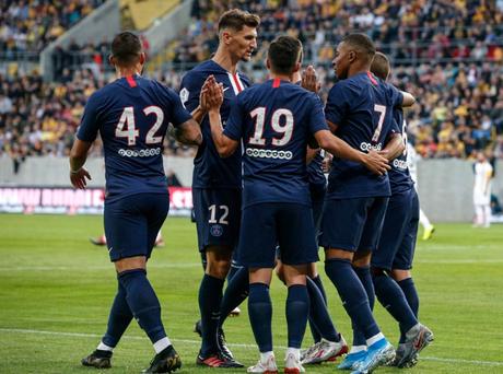 Jogadores do PSG comemoram gol na goleada do time por 6 a 1 em amistoso contra o Dynamo Dresden