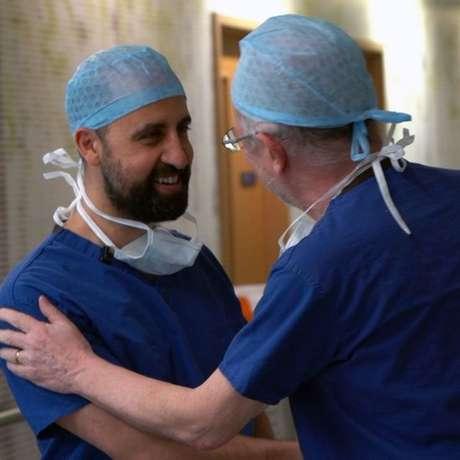 Neste longo processo, os médicos celebraram o fim de cada estágio