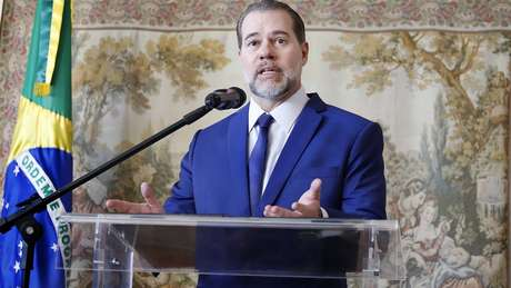 Ao decidir sobre pedido do senador Flávio Bolsonaro, filho do presidente Jair Bolsonaro, presidente do STF mandou paralisar todas as investigações iniciadas a partir do Coaf
