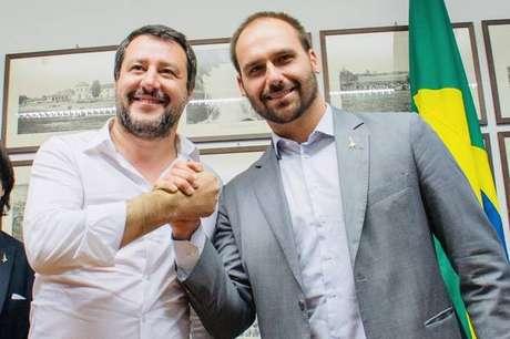 Matteo Salvini e Eduardo Bolsonaro durante encontro em Milão