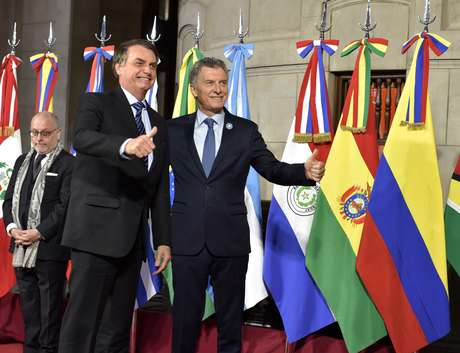 Presidente Jair Bolsonaro ao lado do presidente da Argentina, Mauricio Macri, durante reunião do Mercosul em Santa Fé 17/07/2019 Ministério das Relações Exteriores da Argentina/Divulgação via REUTERS