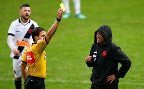 Vanderlei Luxemburgo também recebeu cartão amarelo contra o Grêmio (Marcelo Oliveira/AM Press/Lancepress!)