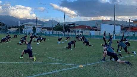 Equipe do Figueirense volta a treinar depois de protestos (Foto: Reprodução/Twitter)