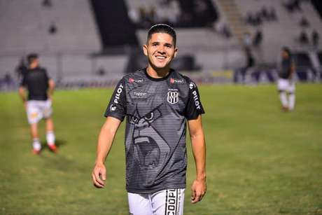 Diego Renan é lateral da Ponte Preta (Foto: Divulgação)