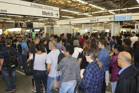 Movimento de passageiros na Estação Tatuapé do Metrô (Linha Vermelha)