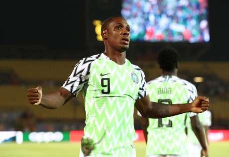 Odion Ighalo comemora o gol da Nigéria sobre a Tunísia
