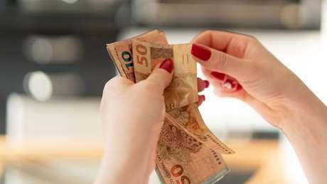 Transações em dinheiro vivo acima de R$ 30 mil devem ser obrigatoriamente comunicadas por bancos, joalherias e comerciantes de pedras precisosas