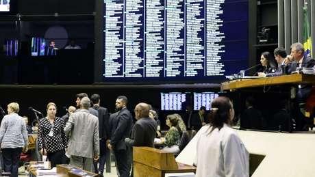 Tábata Amaral pode ser expulsa das comissões das quais faz parte