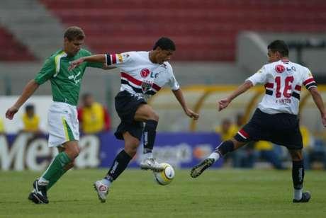 Volante começou sua carreira no São Paulo (Foto: Ari Ferreira/Lancepress!)