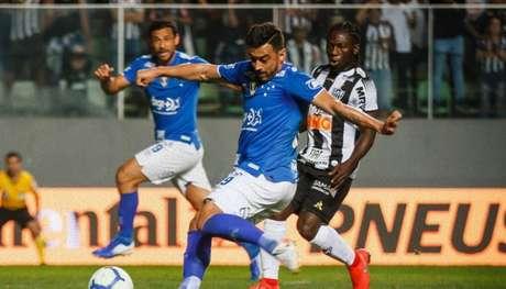 O duelo entre Galo e Raposa foi acirrado, duro, mas o placar do primeiro jogo fez a diferença para a classificação do Cruzeiro-(Reprodução/Twitter)