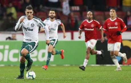 Moisés entrou no segundo tempo da derrota para o Internacional, em Porto Alegre (Foto: Cesar Greco)