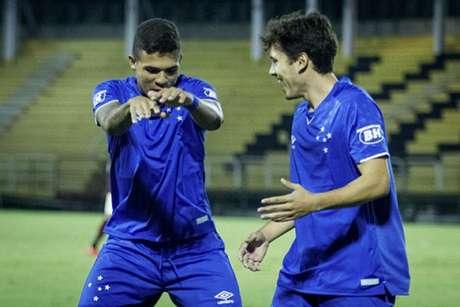 Marco Antônio e Jadsom vem se destacando na base celeste e tiveram seus contratos renovados recentemente- (Gustavo Aleixo/Cruzeiro)