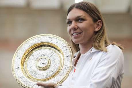 Simona Halep foi a primeira romena a vencer Wimbledon após superar Serena Williams