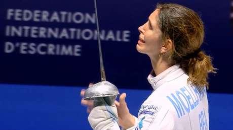 A ítalo-brasileira Nathalie Moellhausen faturou o título na categoria espada e fez tocar o hino nacional pela primeira vez no Mundial