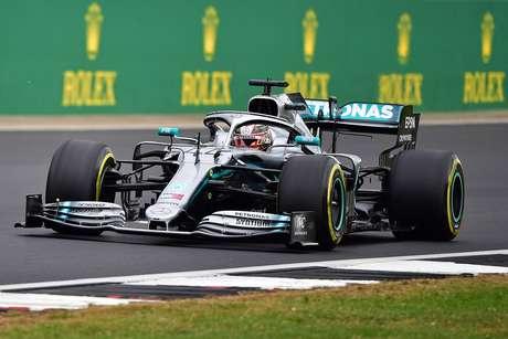 Hamilton estava a uma volta de sua parada antes do safety car em Silverstone