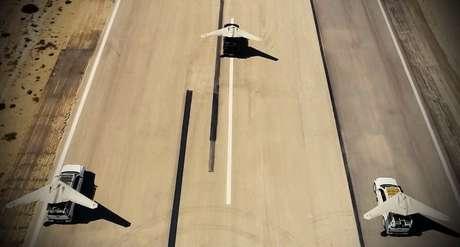 Modelos iranianos de drone norte-americano RQ-170 que foram usados em exercício militar no Golfo envolvendo dezenas de drones Agência Tasnim/Divulgação via REUTERS