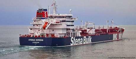 Foto mostra petroleiro britânico que teria sido capturado pelo Irã
