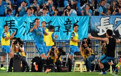 Leandro Damião marcou o gol do Kawasaki Frontale sobre o Chelsea (Foto: KAZUHIRO NOGI / AFP)
