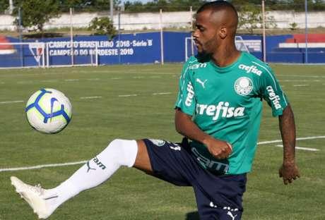 Atacante Felipe Pires trabalhou no centro de treinamento do Fortaleza, seu provável futuro time (Agência Palmeiras)