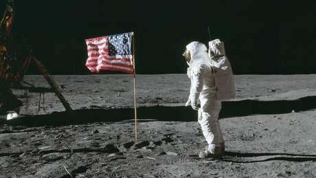 A caminhada de Neil Armstrong foi uma grande vitória americana na corrida espacial