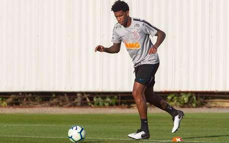 Zagueiro Gil será titular do Corinthians contra o Flamengo (Foto: Daniel Augusto Jr/Ag. Corinthians)