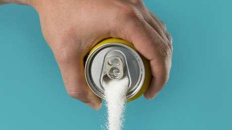 Um estudo apontou que bebidas açucaradas, como os refrigerantes, aumentam os riscos de certos tipos de câncer