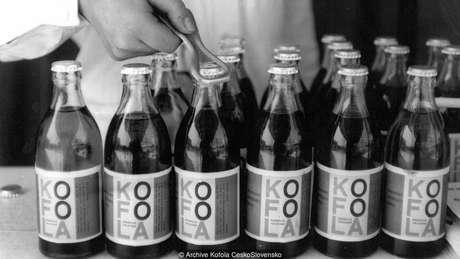 A Kofola foi criada na antiga Tchecoslováquia como uma alternativa à Coca-Cola numa época em que os produtos ocidentais eram proibitivamente caros