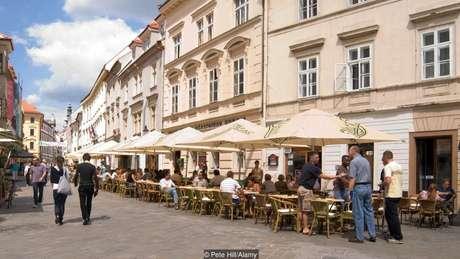 A Kofola ainda é servida direto da máquina em muitos bares e restaurantes na Bratislava