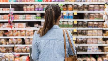 Pesquisadores defendem que os rótulos dos ultraprocessados deveriam alertar para o alto teor de açúcar dos produtos