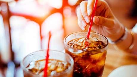 Refrigerantes estão entre os produtos com maior teor de açúcar