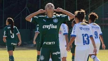 Bianca marca duas vezes em goleada sobre a Chapecoense.