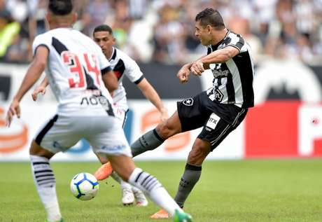 Botafogo vem de vitória em jogos de manhã, após o 1 a 0 sobre o Vasco, em junho (Foto: Thiago Ribeiro/Botafogo)