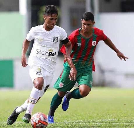 Cadu foi relacionado pela primeira vez no Santos contra o Botafogo (Pedro Ernesto Guerra Azevedo/Santos)