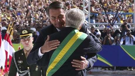 Temer cumprimenta Bolsonaro em sua posse; emedebista diz que avanço da pauta da Previdência no governo atual herda campanha de seu mandato